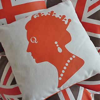 Queen-pillow-with-union-jack
