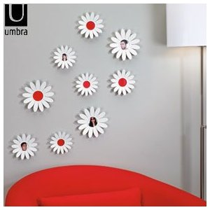 Keeping it Realtor: Daisy wall decoration with a difference.