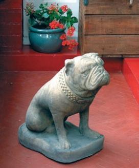 Bulldog-garden-statue